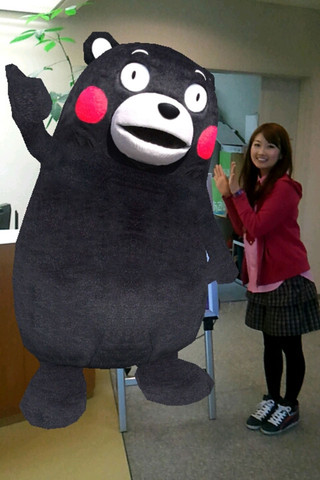 ゆるキャラ「くまモン」と記念写真が撮れるARアプリ「くまフォト」