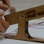 スリングショットの感覚で操作できるAngry Birds専用USBコントローラー「Super Angry Birds」