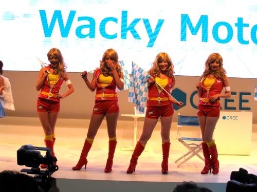【TGS2012レポート】コンパニオンさんとレースバトル!GREEブースの「Wacky Motors GP」1