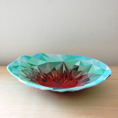 荒いポリゴンがむしろイイ! 3Dプリンタで作られたPOPな花瓶や食器1