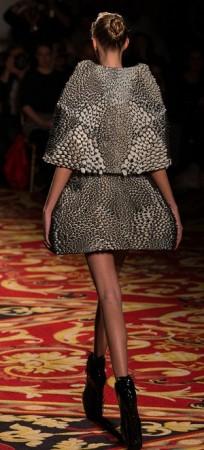 パリ・ファッション・ウィークに3Dプリンタ製の服が登場2