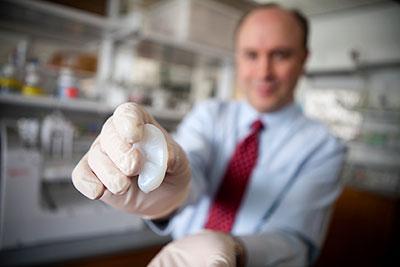 米大学研究チーム、3Dプリンタで移植用の人口耳の出力に成功1