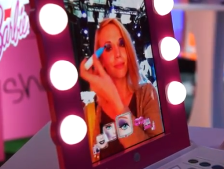 ARでメイクを楽しめる女児向け玩具「Digital Makeover Mirror」を発表