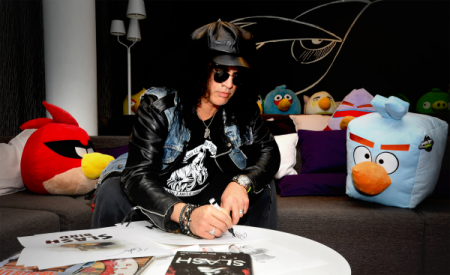 奇跡のコラボ! ロックギタリストのSlash、Angry Birds Spaceのテーマ曲を演奏2