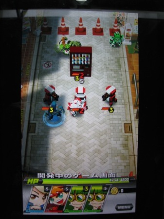 【TGS2014レポート】自分でロボットをカスタムして戦うスマホ向けひっぱりアクションゲーム「Qubot」 ロボットのデータは3Dプリンタ出力も可能2