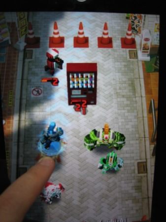【TGS2014レポート】自分でロボットをカスタムして戦うスマホ向けひっぱりアクションゲーム「Qubot」 ロボットのデータは3Dプリンタ出力も可能4