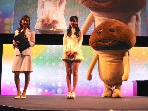 【TGS2014】福原遥さんも「なめこリズム」をプレイ!  リアルなめこも登場したミニライブをレポート1