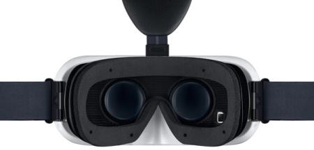サムスン、VR用ヘッドマウントディスプレイ「Gear VR」を200ドルで販売開始