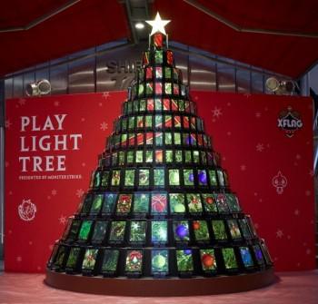 ミクシィ、SHIBUYA109に「モンスト」のひっぱりアクションで遊べるクリスマスツリーを設置