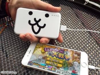 スマホ向けにゃんこディフェンスゲーム「にゃんこ大戦争」がモバイルバッテリー化!