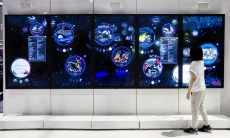 チームラボ、タイにて開催された「Bangkok International Motor Show 2016」にインタラクティブディスプレイ「Digital Information Wall for AP HONDA」を展示