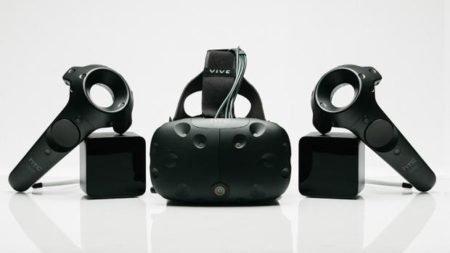 DMM、VRヘッドマウントディスプレイ「HTC Vive」のレンタルを開始