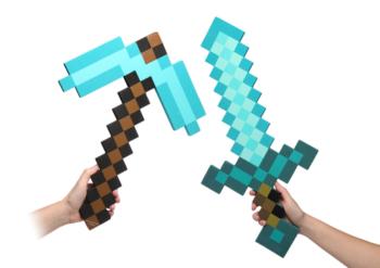 InfoLens、「Minecraft」のダイヤモンドソードとピッケルを全国のイオンとトイザらスにて11月下旬より販売