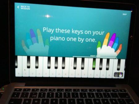 【Slush 16レポート】音楽を体感できるスマート枕「FLEXOUND」と音ゲー感覚で楽器演奏が学べる「YOUSICIAN」