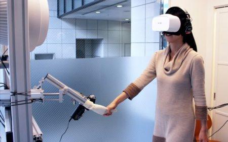 AOI Pro.、手を引かれて歩く旅行体験VR「WONDERFUL WORLD - VR Private Tour」の試作版を発表