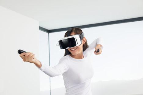 カールツァイス、スマホ対応型VRヘッドセット 「ZEISS VR ONE Plus」をPCゲームで使用可能にするキット「ZEISS VR ONE Connect」を発表