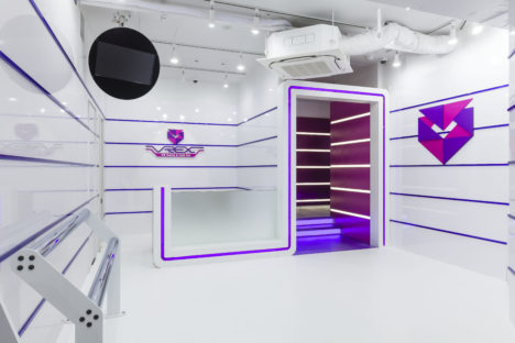 VR体験とレストランを融合した「VR Game&Cafe Bar VREX」の新宿店が3/30にオープン