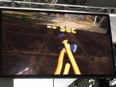 【TGS2018レポート】操作が難しいなら直接ブン投げろ! 実際にコントローラーを投げてプレイするVR斧投げゲーム「トーヤラケット」