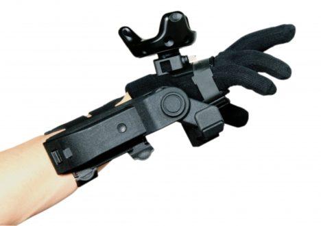 exiii、指先の位置追跡と掌への力覚を組み合わせた新たな触覚提示ソリューションを開発