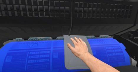 凸版印刷、ローラーへの「巻き込まれ」をリアルとVRで体験できる「巻き込まれ体感機 for VR」を開発